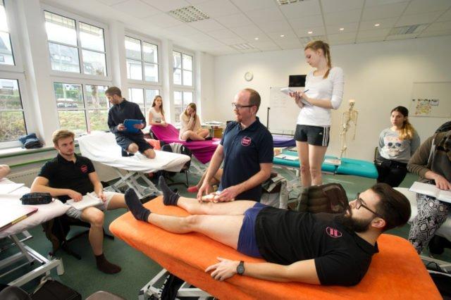 Physiotherapieunterricht. (Foto: René Golz)