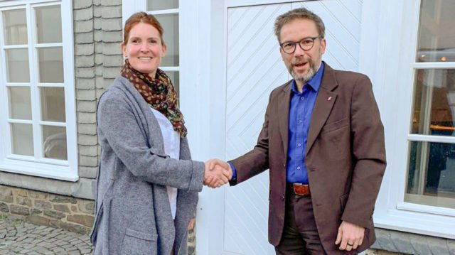 Andreas Pfläging und Kirsten Tiede freuen sich über die Eröffnung der neuen Akademie-Praxis für Physiotherapie an der Nuhnestraße 8. Foto: Guiseppe Mazzarese