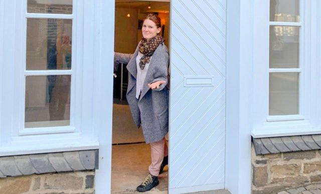 """""""Hereinspaziert"""" - Kirsten Tiede heißt die Klienten in der neuen Praxis willkommen. Foto: Guiseppe Mazzarese"""