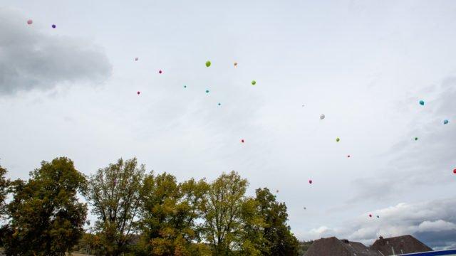 Zum Abschluss stiegen Luftballons mit den Wünschen für das nun beginnende Berufsleben in den Himmel. (Foto: (SMMP/Beer)